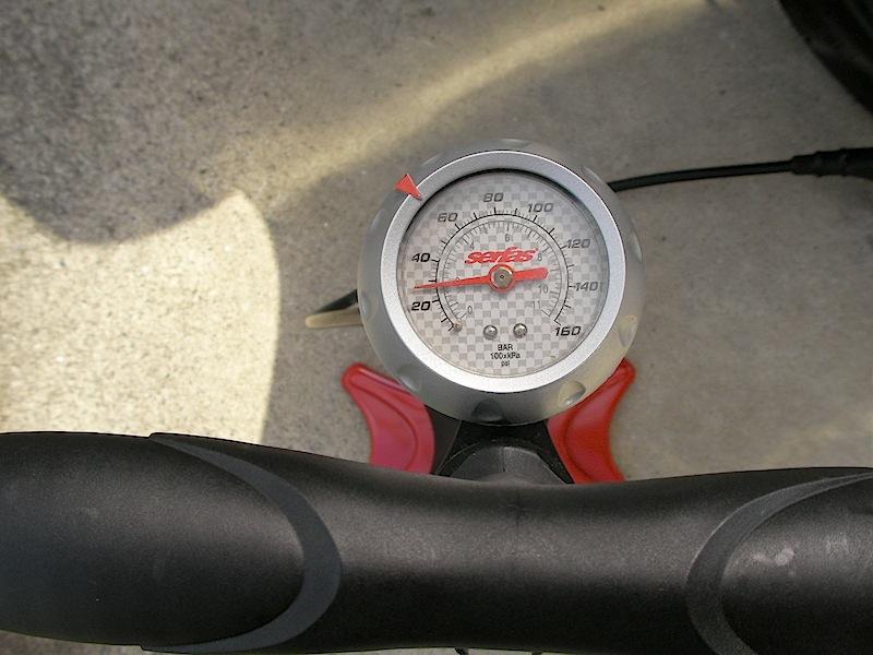 PCX] タイヤの空気圧のチェック ...
