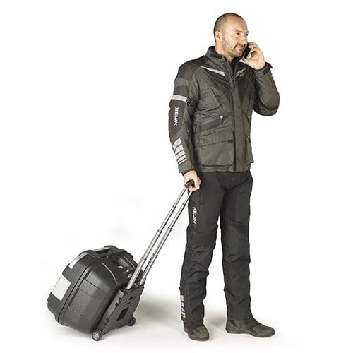 GIVI、取り外してキャリーバッグとして持ち運べるモノキーベースS410