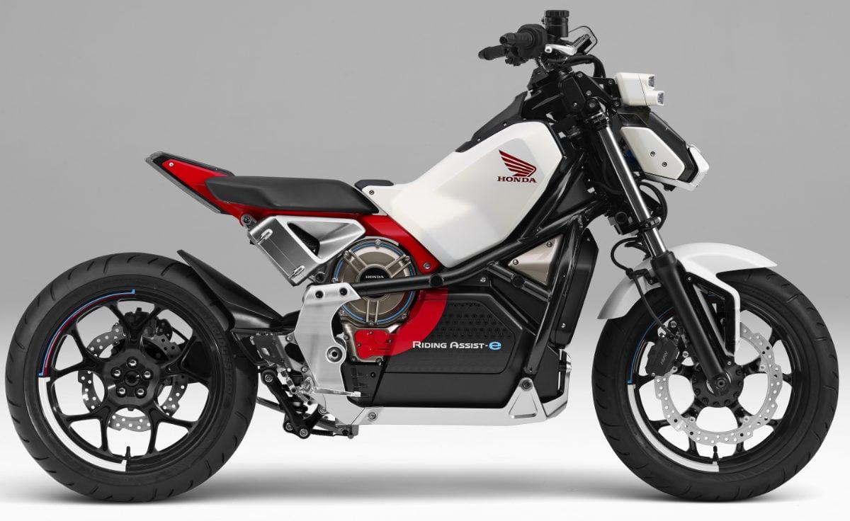 アシモばりに自分でバランスを保つ電動バイク「Honda Riding Assist-e」