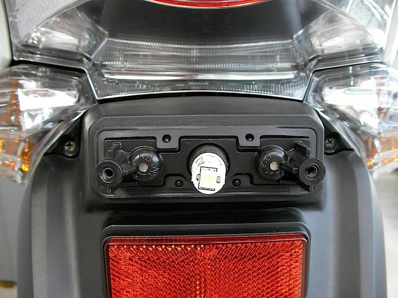 Pcx ポジションランプとテールランプをledに交換 カスタムライフ
