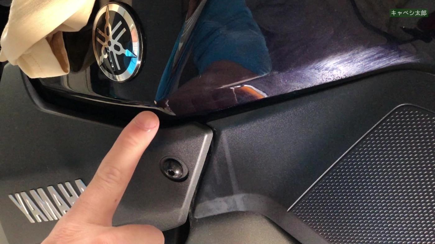 バイクのタンクに錆傷、DIYでタッチアップペン修復作業
